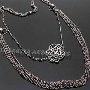 Stylish Hollow Diamond Rose Necklace