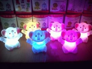Lampu gajah gembira menyala 7 warna