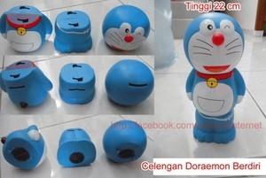 Celengan Doraemon Berdiri