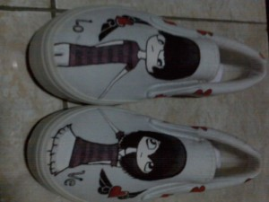 Sepatu Lukis Emo