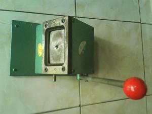 Alat Pemotong Id Card