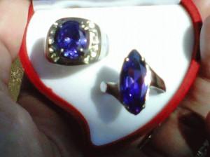 cincin kristal ungu