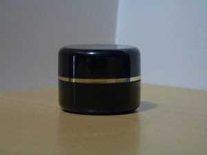 pot cream 12,5 gr hitam list gold