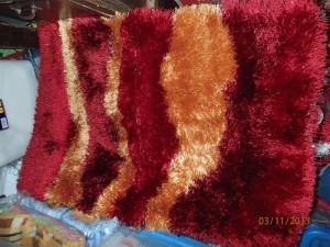 Karpet bulu panjang kilap