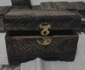 Kotak perhiasan B
