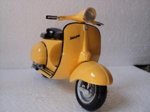 Miniatur Vespa Congo Yellow Bright
