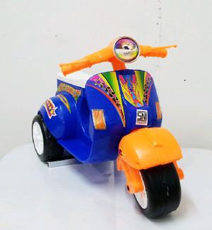 Hadiah/kado ulang tahun anak - Motor skuter vespa roda 3 mix (VESPA)