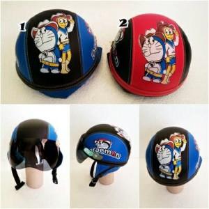 Helm vespa anak Doraemon