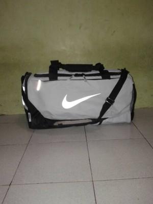 harga Tas Fitnes/GymBag/NikeBag/Nike AIR MAX VAPOR DUFFEL Size M Original Tokopedia.com