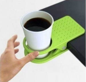 Cup holder berbentuk jepit meja