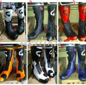 Sepatu Balap Gordon Racing