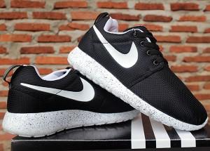 Roshe Courir Chaussures Nike Noir Et Blanc