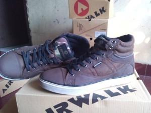Sepatu sneakers  AIRWALK CARTER dark brown.