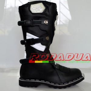 Sepatu Cross Motif #056