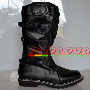 Sepatu Cross Motif #060