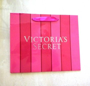 "Shopping Bag ""VICTORIA SECRET"" size S / Tas Kado Kertas Karton"