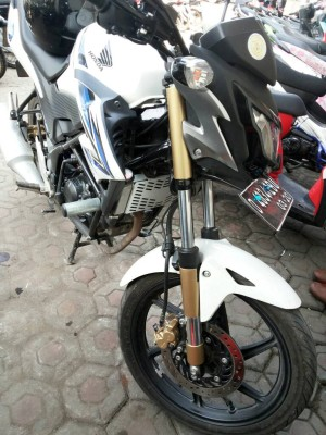 Cover Shock CB150R