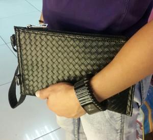 Mini Clutch Bag Motif sulam warna hitam