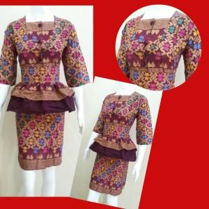 rok and blus 41 . batik kantor