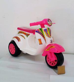 Promo Mainan Motor Vespa Anak Roda 3 (VESPA)