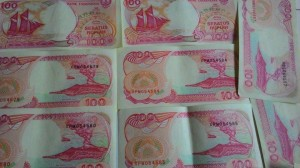 harga UANG KUNO RP 100 RUPIAH KERTAS TAHUN 1992 PERAHU PINISI KAPAL PINISHI Tokopedia.com