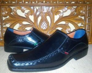 harga Sepatu Pantofel Hitam KicKers Tokopedia.com
