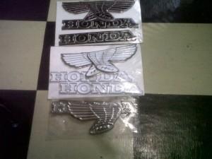 Emblem Tangki Honda CB 100 plat