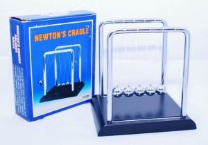 harga Ayunan Newton, Newton Cradle, Bandul Newton, Bahan kayu dan besi Tokopedia.com