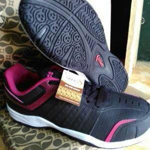 harga sepatu badminton specs black swings.. Tokopedia.com