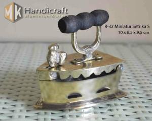 Miniatur Setrika Kuno - Seterika Arang - Setrika Mini Kuningan