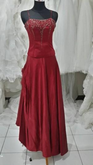 Long dress merah tua