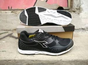 sepatu running diadora grey asli