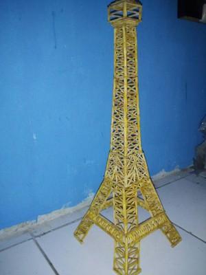 Miniatur menara eiffel dari korek api