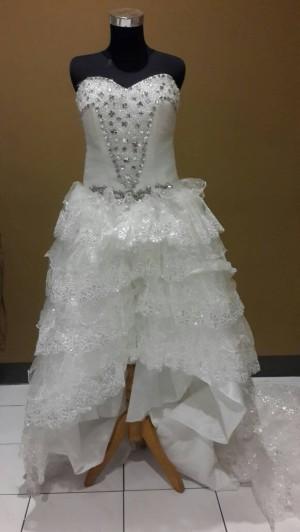 Depan pendek belakang panjang gown payet mata