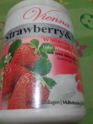 Lulur Vienna Whitening Body Scrub (Strawbery Milk)