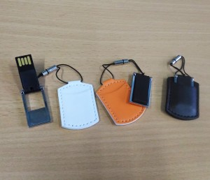 Souvenir Flashdisk Leather Pouch 8GB - Polos