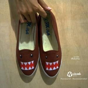 Sepatu Lukis Domo Kun