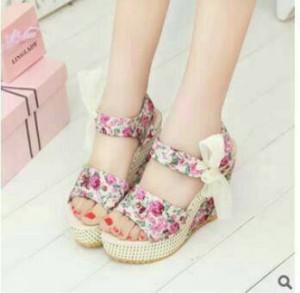 Sepatu Wanita Wedges Bunga Pita Putih