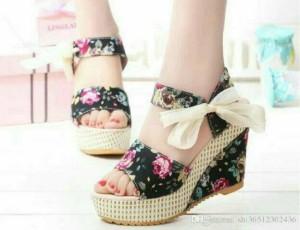 Sepatu Wanita Wedges Bunga Pita