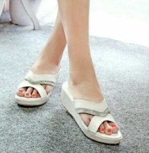 Sepatu Wanita Wedges Hbe02 Putih