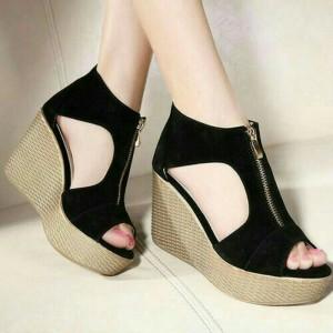 Sepatu Wanita Wedges Resleting 05B Hitam