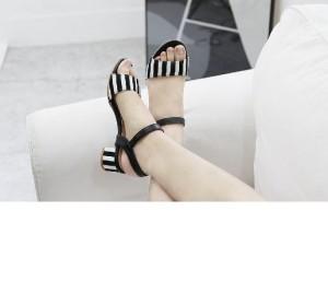 Sepatu Wanita Wedges Salur Hitam Putih