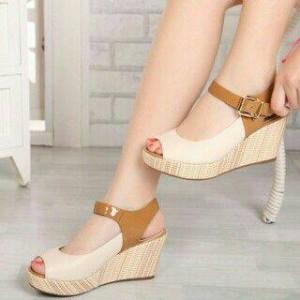 Sepatu Wanita Wedges Larisa Cream