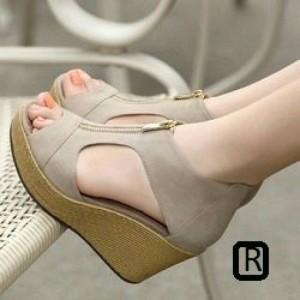 Sepatu Wanita Wedges Resleting Abu-Abu