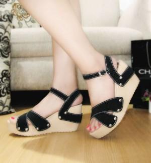 Sepatu Wanita No. 37 Wedges Hitam Mds 01