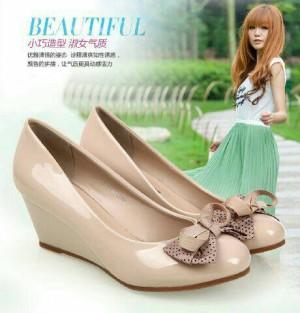 Sepatu Wanita No. 39 Wedges Cream Ys 02