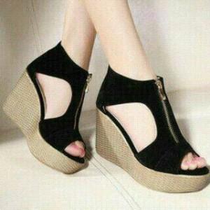Sepatu Wanita Wedges Resleting Hitam