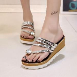 Sepatu Wanita Wedges Mutiara Silver