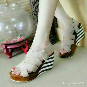 Sepatu Wanita Wedges Belang Cream