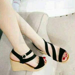 Sepatu Wanita Wedges W16 Hitam